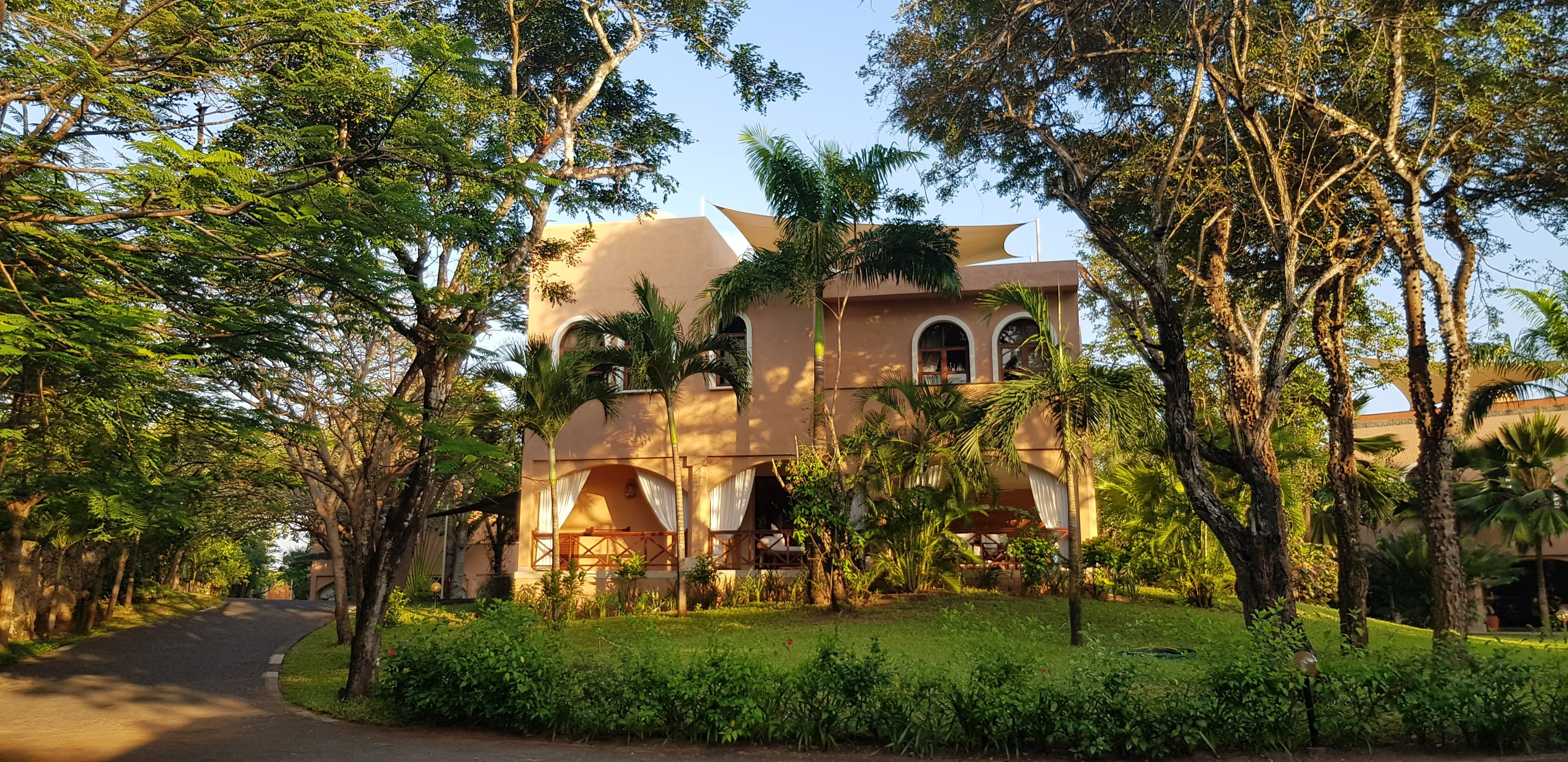 Almanara Luxury Villas, Diani